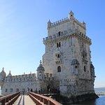 Depois de visitar a Torre, vá onde são vendidos os verdadeiros (e originais) pasteis de Belém!