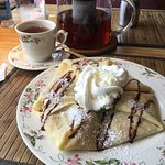 Nutella and Strawberry Crepes and Black Peach Tea!
