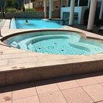 Sprudelbad 30`C und Pool mit Verbindung zum Innenpool