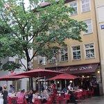 Вид ресторана со стороны собора.