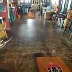 Black Dog Bar & Tables Foto