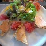 assiette de foie gras avec confits d'oignons ananas