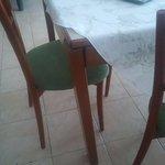 Tichbeine nur aufgestellt aber nicht befestigt Stuhl ist beim Sitzen auseinander gefallen gefähr