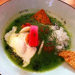 .Gazpachio de legumes verts / fromage de chèvre bio de De Haan / olives noires