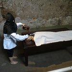 Muñecos representando una tortura