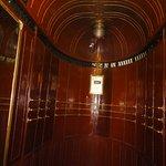Interior de uno de los 9 ascensores.