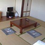 シンプルですが、静かで落ち着いた室内。この部屋は西側の312号室です。