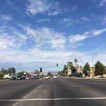 ホテル目の前の通りはアリゾナ大学に面しています。とても綺麗です。