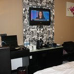 Desk and flat screen TV...no mini fridge in room