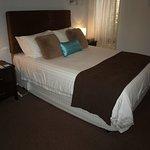 Guest Room 3 (208560237)