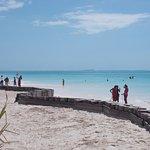un'altra visuale della spiaggia del resort