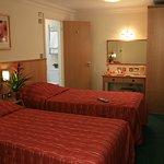 Queensway Hotel Foto