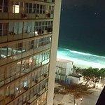 De noche vista desde el balcón del hotel