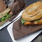bagel al salmone e panino cotto + brie