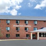 Days Inn & Suites by Des Moines Airport