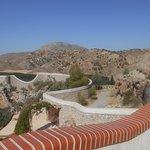 Entorno e instalaciones de la piscina de aguas termales