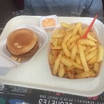 Tartare, hamburger enfant et assiette barbecue.