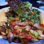 leckere Steinpilze mit Salat