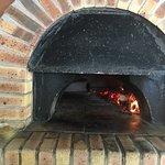 Pizza saumon et pizza royale au feu de bois