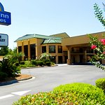 Photo de Days Inn & Suites Savannah Midtown