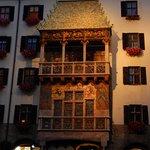 Foto de The Golden Roof (Goldenes Dachl)