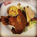 L'assiette Tarnaise avec son foie gras et sa salade de gésiers, confit de canard du Sud Ouest et
