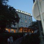 L'hotel, la nuit tombante