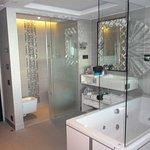 Foto de Myriad by SANA Hotels