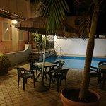 Camere sulla piscina