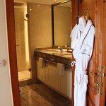 sauberes Bad mit Dusche