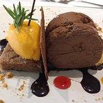 Mouse de chocolate con sorbete de mandarina