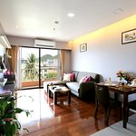 J-Town Serviced Apartments resmi