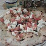 Pizza fornarina caprese