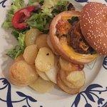 Le hamburger façon Solenca (viande de canard haché. Toujours d excellentes prestations , hotel c