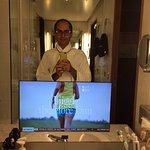 Televisore nello specchio del bagno