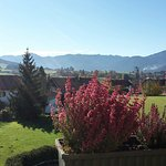 Uitzicht vanuit balkon naar de Ammergauer Berge