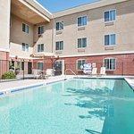 Photo de Holiday Inn Express Hotel & Suites Roseville-Galleria Area