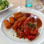 Chicken fillet with tomatoes, onions and potato croquettes
