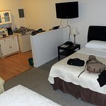 2 Queen Beds, Flatscreen TV, Free WiFi and a Great Little Kitchen