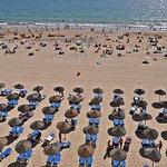 Vista de la playa frente a la habitación