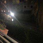 Fotos de la vista desde el balcon hotel a las vias del tren