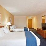 Photo de Holiday Inn Express St. Joseph