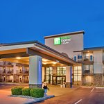 ‪Holiday Inn Express Hotel & Suites Branson 76 Central‬