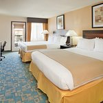 Photo de Holiday Inn Express Hotel & Suites Branson 76 Central