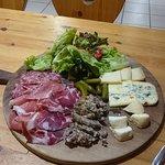 caillette maison , fromages du Vercors et charcuteries de la région