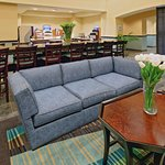 Photo de Holiday Inn Express Hotel & Suites Weatherford