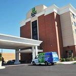 Photo de Holiday Inn Express Hotel & Suites Norfolk International Airport
