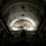 Coro de la iglesia con pintura de Valdés Leal