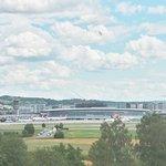 Photo de Holiday Inn Express Zurich Airport