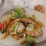 Ración de pez espada a la plancha con patatas fritas